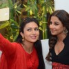 Divyanka Tripathi clicks a selfie with Vidya Balan at the Promotions of Hamari Adhuri Kahani