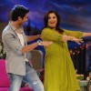 Farah Khan and Shahid Kapoor dancing
