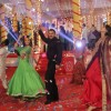 Sonam Kapoor and Salman Khan Shakes a Leg with Swara during Promotions of PRDP on of Sets