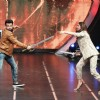 Deepika Padukone and Rithvik Dhanjani Play Sword Fight at Grand Finale of 'I Can Do That'