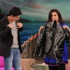 Shahrukh Khan giving his jacket to Farah Khan