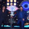 Shah Rukh Khan and Salman Khan Comes Together on Bigg Boss 9 Double Trouble