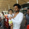Riaan Deshmukh Gave a quick pose with Daddy Ritesh at Airport