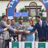 Aditya Roy Kapur, Huma Qureshi and R Madhavan Recieves Trophy at Mid-Day Race