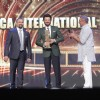 Anil Kapoor receives International Icon of the Year Award from Nana Patekar