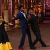 Strike a pose! : Shah Rukh Khan Promotes 'Fan' on 'Comedy Nights Bachao!