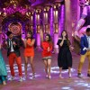 Meet Bros-Harmeet Singh, Kanika Kapoor and Bharti Singh Have a Blast on the sets of 'Comedy Nights B