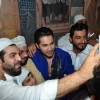Varun Dhawan Celebrates 'Ramzan' at Mohammed Ali Road