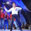 Sharukh Khan doing chhaiya chhaiya at Music ka Maha Muqqabla