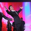 Sharukh Khan doing DDLJ act at Music ka Maha Muqqabla