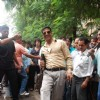 Akshay Kumar inspecting the Roads of Mumbai as Sachin Tichkule of ''Khatta Meetha''