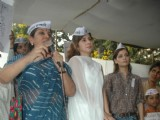 Dia Mirza, Urmila Matondkar and Shabana Azmi support Anna Hazare movement at Azad Maidan in Mumbai