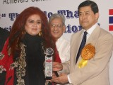 Shahnaz Husain receiving the 'Achievers Award' from Thailand's Ex Deputy Prime Minister Khun Korn Dabbaransi, in New Delhi