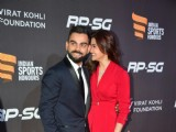 Anushka - Virat show their Love at the Red Carpet