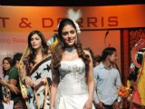 Model walk the ramp for Bharat n Dorris on day 2 in St Andreews Auditorium