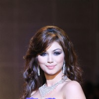 Ayesha Takia walks for Maheep Kapoor Show at HDIL India Couture Week 2010