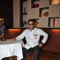 Akshay Kumar show the set of Amul Master Chef at Film City