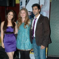 "Akshay Oberoi and Sandeepa Dhar with Vidhi Kasliwal at launch of ""Isi Life Mein"" Film 