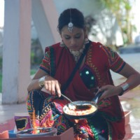 Shweta Tiwari making food in Bigg Boss 4 house