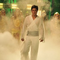Shahrukh Khan looking Hot | Billu Barber Photo Gallery