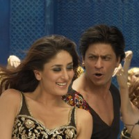 Shahrukh dancing with Kareena | Billu Barber Photo Gallery