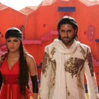 Abhishek and Priyanka looking serious
