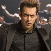 Salman Khan looking gorgeous in black | Salaam-e-ishq Photo Gallery