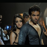 Tusshar saves Raima from the don