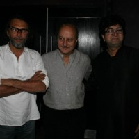 Rakeysh, Anupam and Prasoon at 'Rang De Basanti' team celebrates its 5th year with special screening | Rang De Basanti Event Photo Gallery