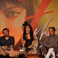 Priyanka Chopra and Vishal Bharadwaj at '7 Khoon Maaf' Press Conference | 7 Khoon Maaf Event Photo Gallery