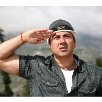 Sunny Deol giving salute to Indian Army | Heroes Photo Gallery