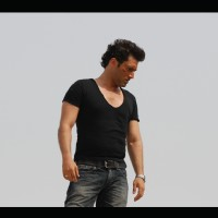 A still of Shiney Ahuja from the movie Hijack