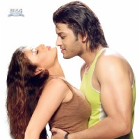 Romantic scene of Sneha and Kumar Saahil