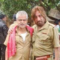 "On location of film ""Bin Bulaye Baarati"" with Shakti Kapoor and Sanjay Mishra"