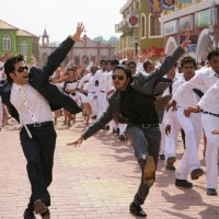 Tusshar Kapoor and Shreyas Talpade are dancing