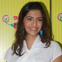 Sonam Kapoor promotes Mausam at Radio Mirchi | Mausam Event Photo Gallery