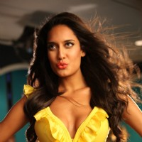 Lisa Haydon in the movie Rascals | Rascals Photo Gallery
