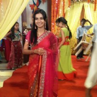 Bhairavi Raichura on the sets of Sasural Genda Phool
