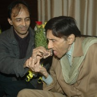 Dev Anand celebrates birthday with media at Sun N Sand