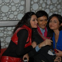 Dev Anand with Divya Dutta and Devshi Khanduri at Premiere of film 'Chargesheet'