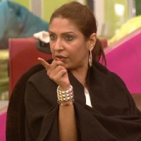 Pooja Misrra pointing at Lakshmi in Bigg Boss Season 5