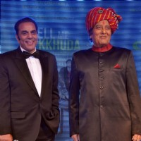 Dharmendra and Vinod Khanna at Music launch of film 'Tell Me O Kkhuda' in Mumbai | Tell Me O Kkhuda Event Photo Gallery