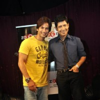 Shahid Kapoor with Omar Qureshi on Zoom