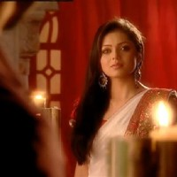 Drashti as Geet in ankheteri song sequence