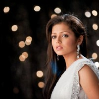 Drashti as Geet in Kurbaan Hua song sequence