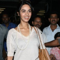 Mallika Sherawat promote her latest film 'Kismat Love Paisa Dilli' at Mumbai Airport