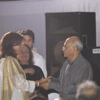 Zeenat Aman pays respect at Dev Anand's prayer meet
