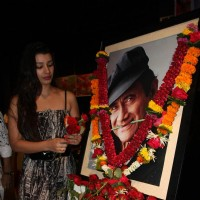 Mink Brar given Tribute to Dev Anand by 23 Ladies Musician