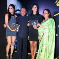Shakti Mohan with Mukti Mohan and her Parents at Nritya Shakti 2012 Calendar launch