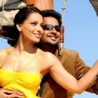 R. Madhavan and Bipasha in the movie Jodi Breakers | Jodi Breakers Photo Gallery